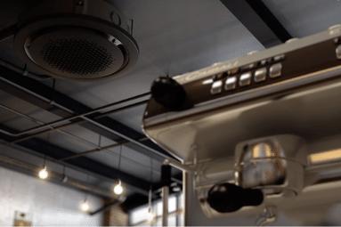 Luft til vand varmepumpe indedel der spreder luften 360 grader i lokalet